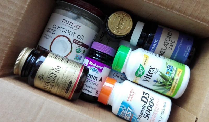 Посылка с Айхерб витамин Е, витамин Д, витамин А, мелатонин, кокосовое масло